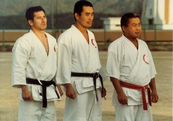 japan1980-hanshi_10-dan_isao_ichikawa-shihan_nobuo_ichikawa-shihan_kenshin_ishida_foto-doshinkan
